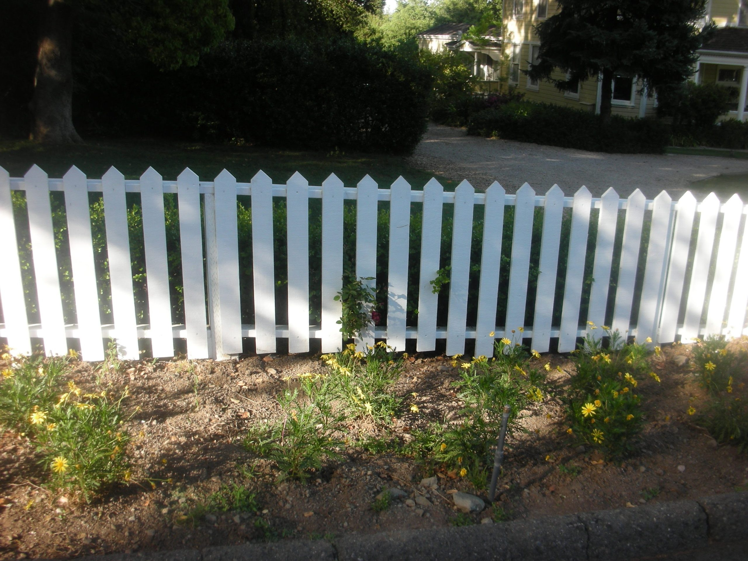 white picket fence Pittsburgh, CA