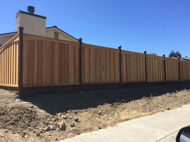 redwood residential fence with caps and arched top design 94513