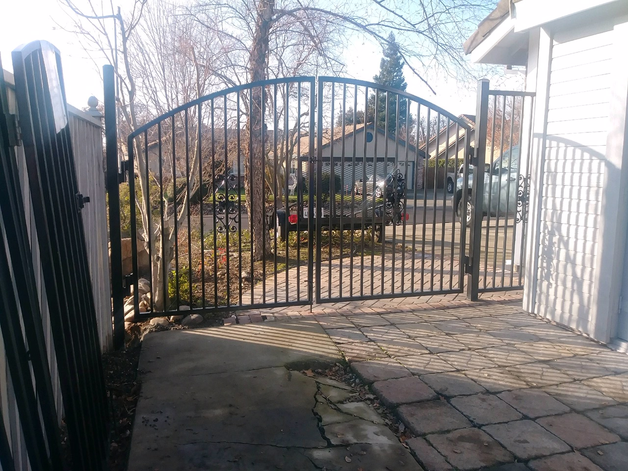 arched metal gate Brentwood, CA